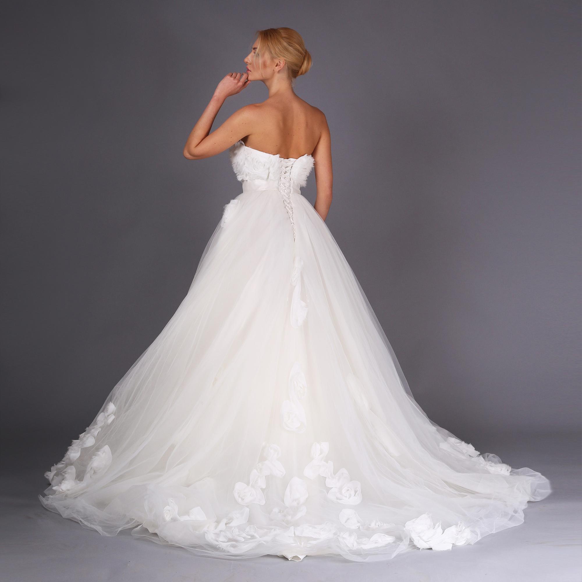 Як вибрати весільну сукню за типом фігури - культурне життя України ... 4c288d0adb121