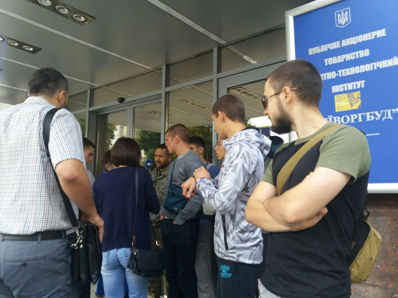 """Цивільний корпус """"Азов"""" блокує """"Київміськбуд"""" - фото 4"""