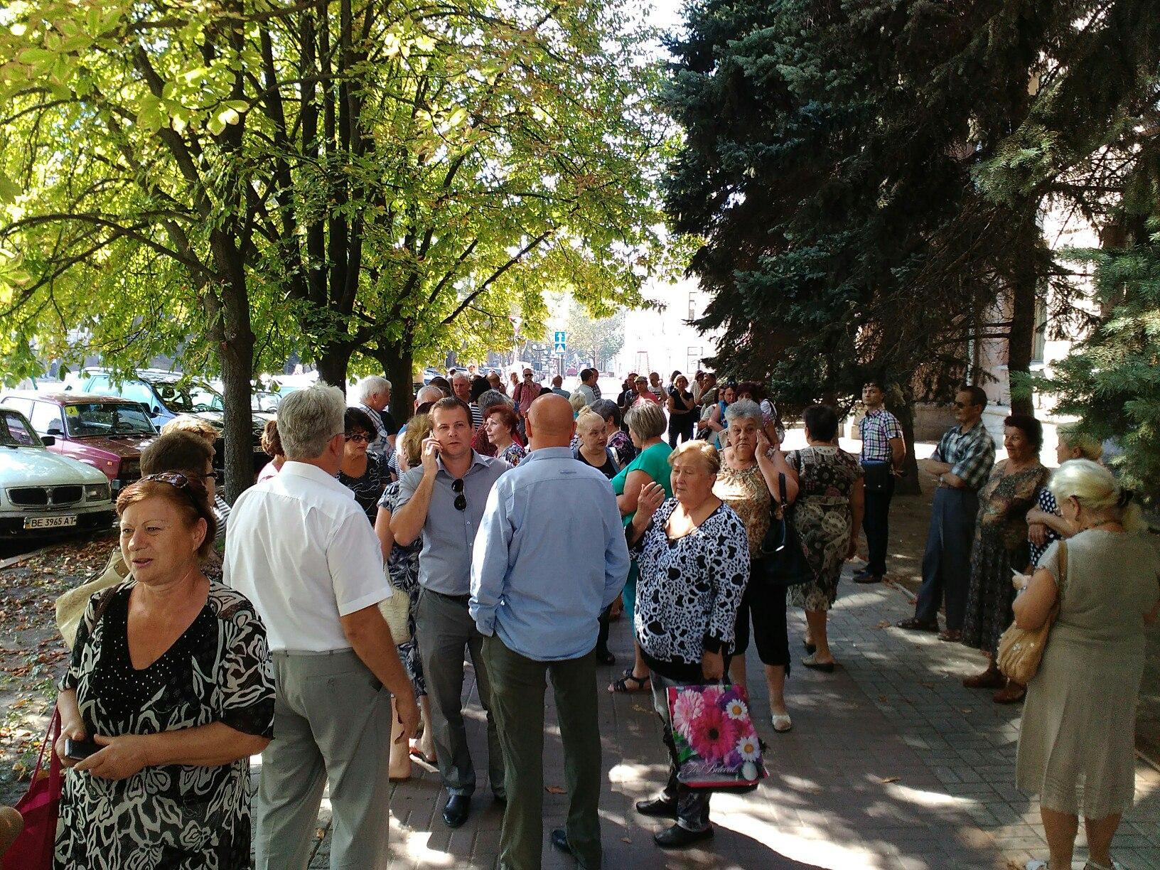 Миколаїв не смітник: городяни пікетують міськраду проти львівських відходів - фото 2