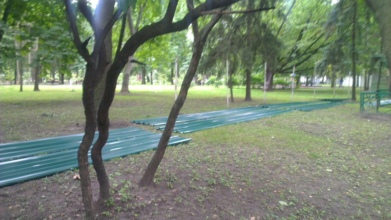 Сад Шевченка сховали за парканом  - фото 4