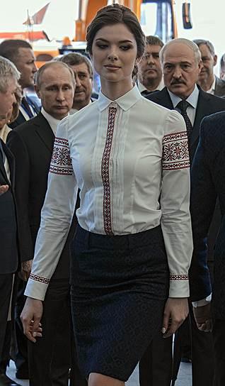 Путін і Лукашенко витріщались на модель - фото 2