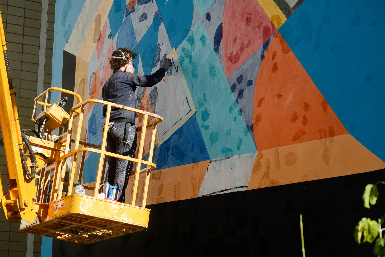 Ще одна школа Києва відтепер може похвалитися власною фрескою - фото 2