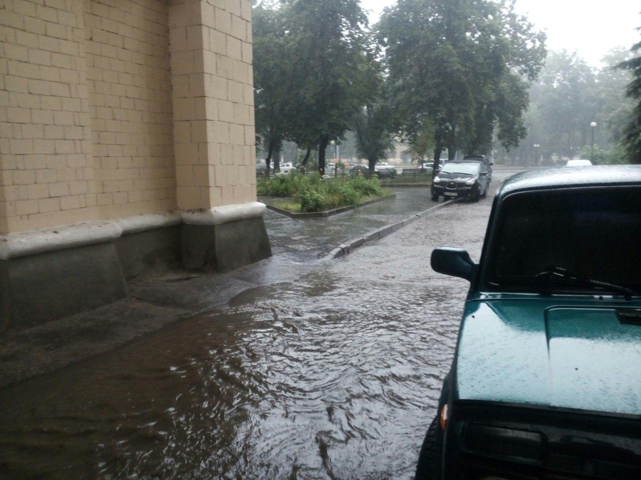 Потужна злива перетворила Харків на Венецію  - фото 3