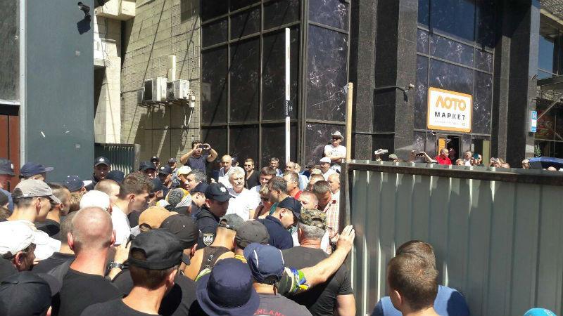 """Бійня під Будинком профспілок: Поліція затримала 20 """"тітушок"""" - фото 1"""