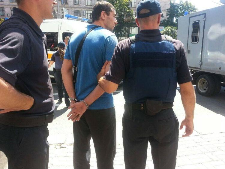 """Бійня під Будинком профспілок: Поліція затримала 20 """"тітушок"""" - фото 2"""