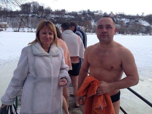 В гірську річку та в ополонку - де та як вінницькі ВІПи купалися на Водохреща   - фото 4