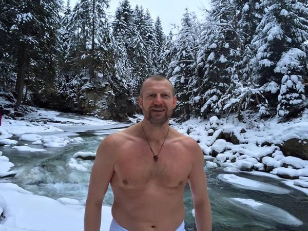 В гірську річку та в ополонку - де та як вінницькі ВІПи купалися на Водохреща   - фото 1