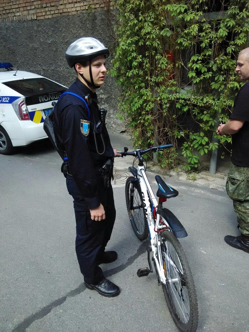 У Дніпропетровську патрульні пересіли на велосипеди - фото 1