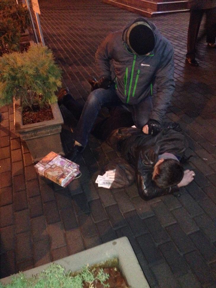 Зятя Ківалова затримали в Києві при отриманні хабаря в 150 тисяч доларів - фото 2