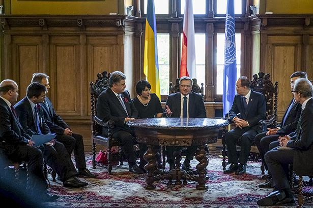 У Гданську розпочалася зустріч Порошенка, Коморовського і Пан Гі Муна - фото 1