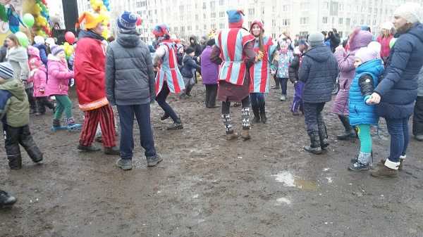 Як на Росії святкували Масляну в болоті  - фото 5