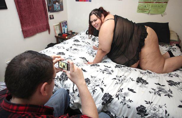 Як дівчина з вагою 300 кг об'їдається, аби стати найтовстішою у світі - фото 2