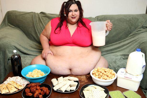 Як дівчина з вагою 300 кг об'їдається, аби стати найтовстішою у світі - фото 3