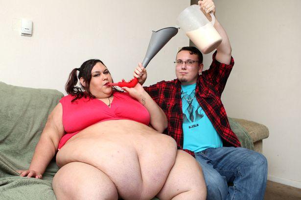 Як дівчина з вагою 300 кг об'їдається, аби стати найтовстішою у світі - фото 4