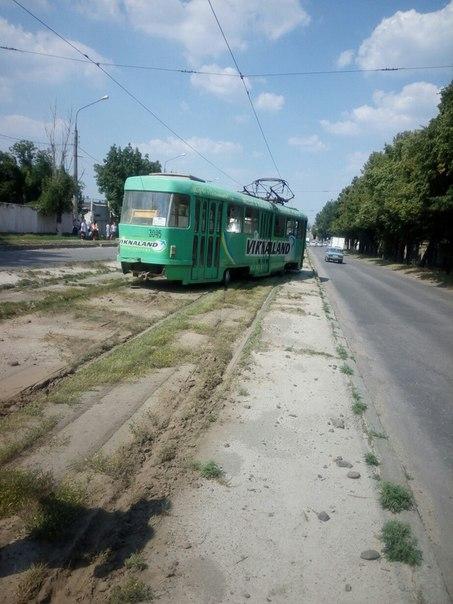 У Харкові злетів із рейок трамвай - фото 1