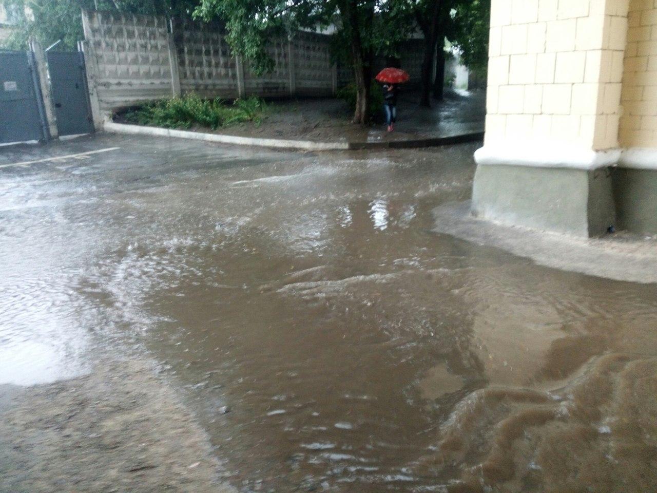 Потужна злива перетворила Харків на Венецію  - фото 2
