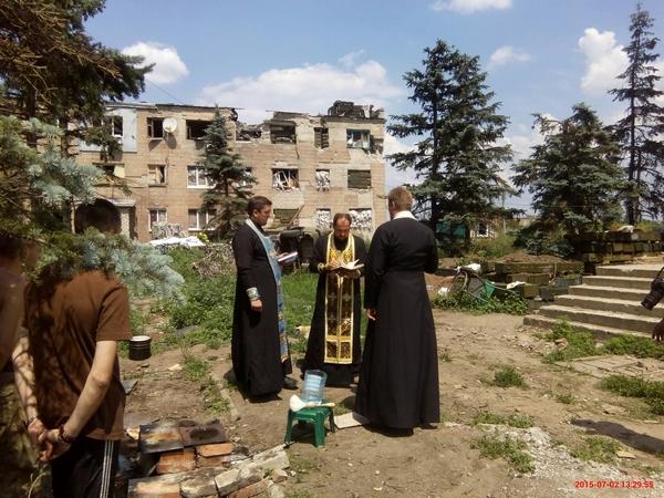 Як вінницький священник в АТО їздить - фото 11