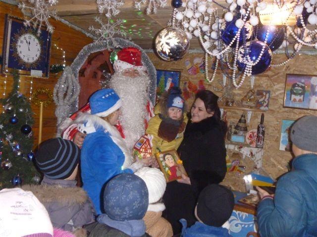 Вінницький Дід Мороз пограв в солодкі шашки зі Святим Миколаєм - фото 2