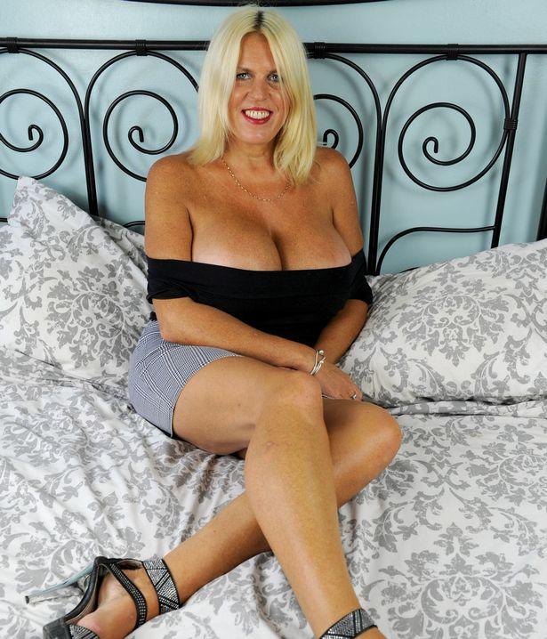 Після розлучення 50-річна британка наростила найбільші цицьки в країні - фото 4