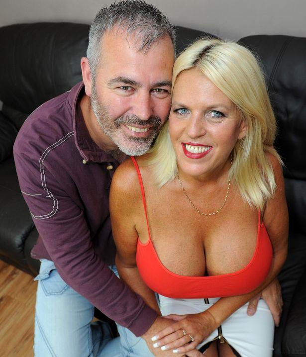 Після розлучення 50-річна британка наростила найбільші цицьки в країні - фото 2