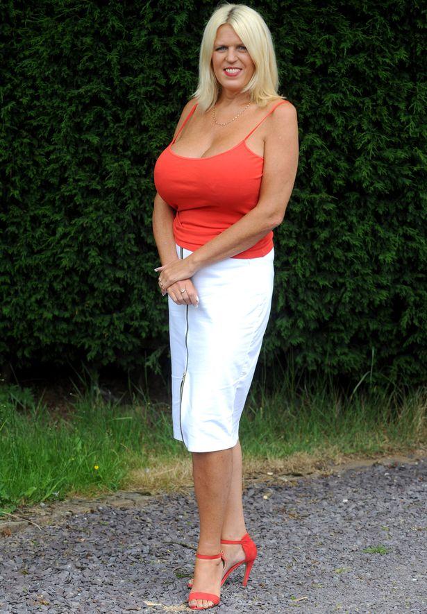 Після розлучення 50-річна британка наростила найбільші цицьки в країні - фото 3