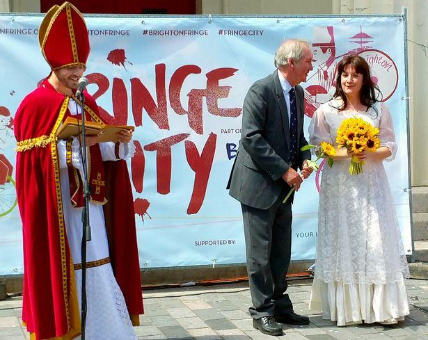 Як 37-річна наречена одружилася сама з собою - фото 1