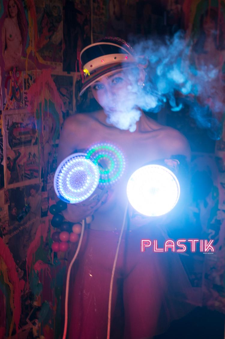 Гола Майлі Сайрус знялася у еротичній фотосесії (ФОТО 18+) - фото 3