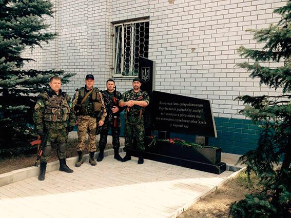 Вінницькі правоохоронці збудували для дітей Краматорська волейбольну площадку - фото 3