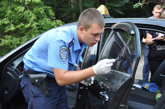Граната, пістолети та ніж: як миколаївські АТОшники йшли грабувати таксиста - фото 4