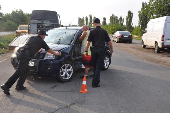 На Миколаївщині зіштовхнулись легковик та мікроавтобус: постраждали діти - фото 3