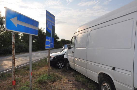 На Миколаївщині зіштовхнулись легковик та мікроавтобус: постраждали діти - фото 2