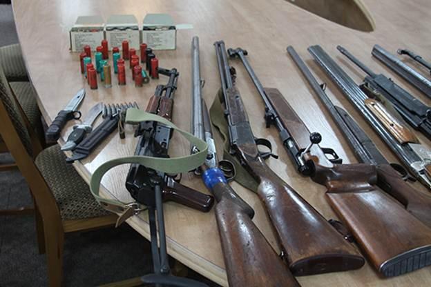 """Вінничани занесли в поліцію більше сотні """"стволів"""" - фото 1"""
