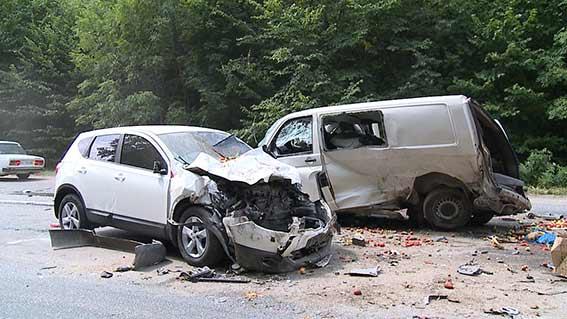 В ДТП під Вінницею розбилось чотири автівки: десятеро людей в лікарні - фото 3