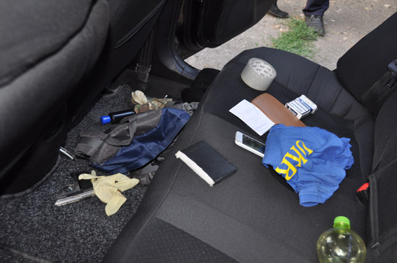 Граната, пістолети та ніж: як миколаївські АТОшники йшли грабувати таксиста - фото 3