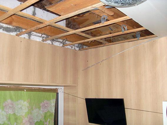 На Харківщині оприлюднили фото обстріляної з гранатомета будівлі (ФОТО, ВІДЕО) - фото 3