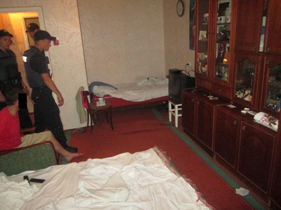 У Миколаєві чоловік випив майже півлітри горілки та холоднокровно вбив матір - фото 1