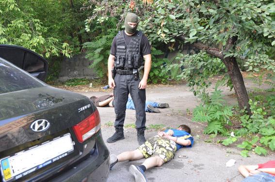 Граната, пістолети та ніж: як миколаївські АТОшники йшли грабувати таксиста - фото 2