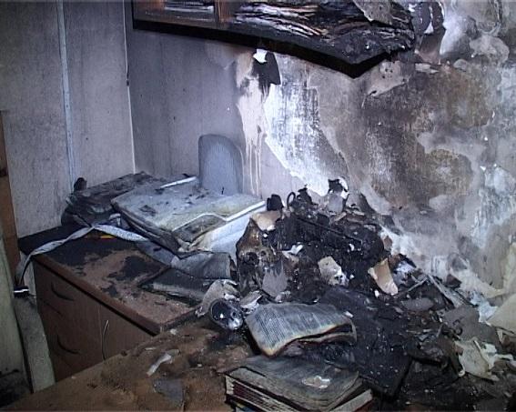 Поліція показала спалений кабінет судді ГРУшників  - фото 4