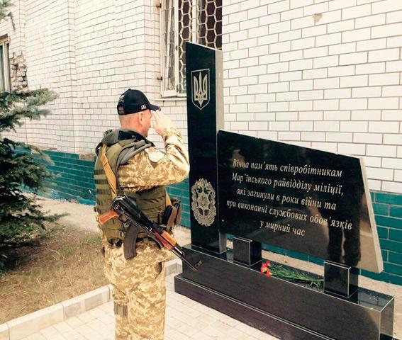 Вінницькі правоохоронці збудували для дітей Краматорська волейбольну площадку - фото 2