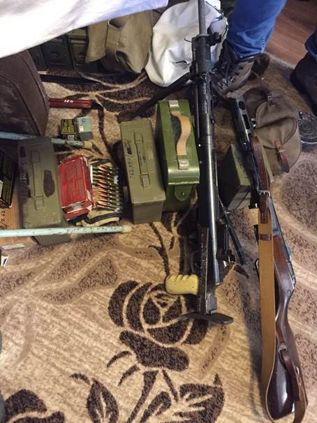 Мешканець Києва привіз із зони АТО кулемет та цілий арсенал зброї (ФОТО) - фото 1