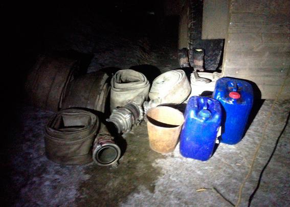 Житомирських старателів затримали під час незаконного видобутку бурштину - фото 1
