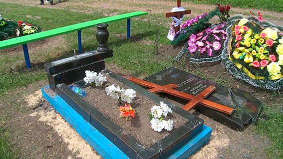 На Вінниччині колишній зек розтрощив кладовище - фото 1