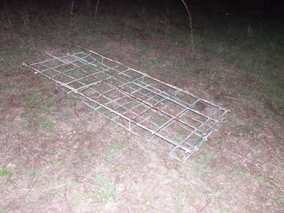 Поліція зловила чоловіка, який хотів вивезти з Чорнобиля 100 кг радіоактивного металу - фото 1