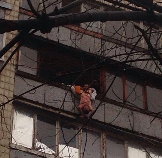 У Києві чоловік зарізав 12-річного племінника і викинув тіло з балкону (ФОТО 18+) - фото 1