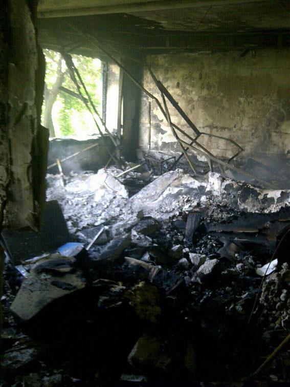 Бойовики вгатили по Красногорівці: 5 квартир зруйновано, поранена жінка (ФОТО) - фото 2
