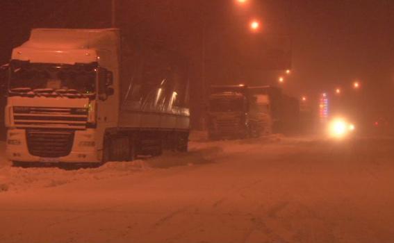 Як головний поліцейський Одещини допомагав водіям вибратись зі снігової пастки - фото 1