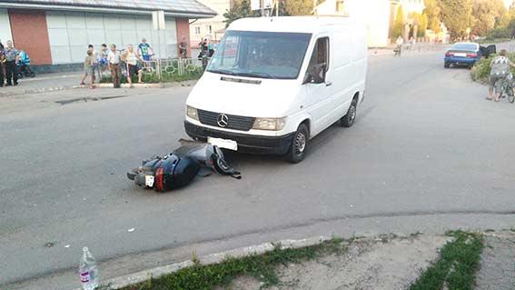 На Вінниччині п'яний депутат збив 15-річного скутериста - фото 2