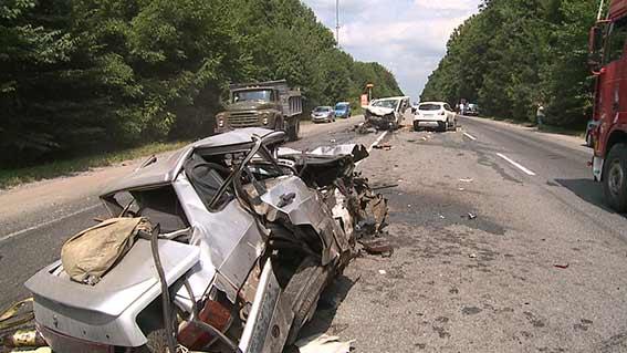 В маштабній аварії, що сталась під Вінницею є жертви  - фото 2