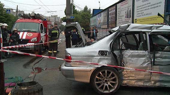У Вінниці жахлива аварія забрала життя чотирьох молодих людей - фото 1