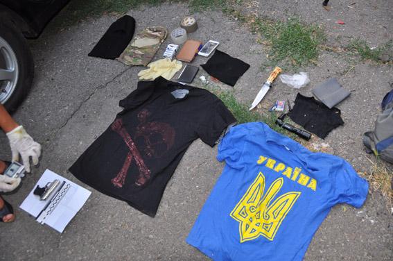 Граната, пістолети та ніж: як миколаївські АТОшники йшли грабувати таксиста - фото 1